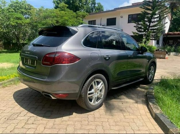 Used Abroad 2013 Porsche Cayenne full
